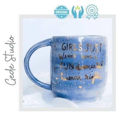 Taza de ceramica feminista artesanal